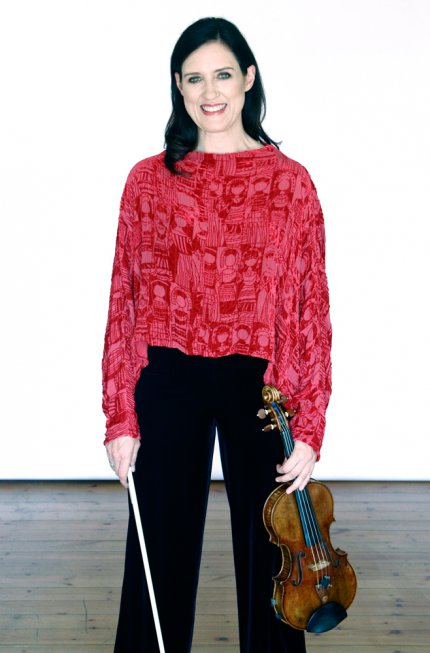 Zanta & Violin, Red Blouse, Standing