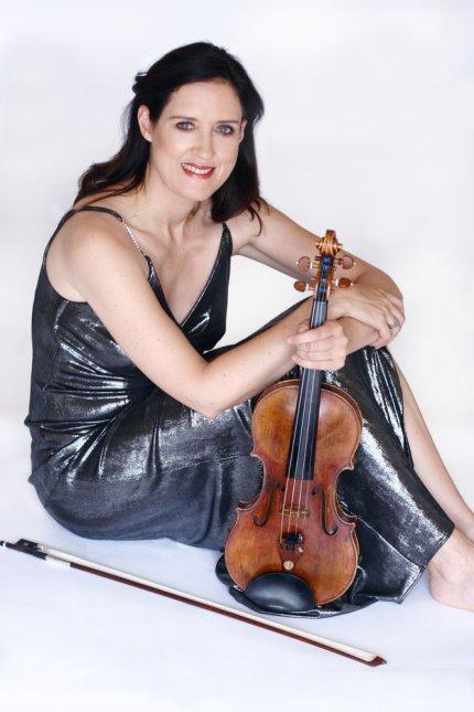 Zanta & Violin, Jet Black Dress, Knees bent