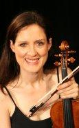 Zanta Hofmeyr - Gallery Photo - To Camera - Violin - Smile